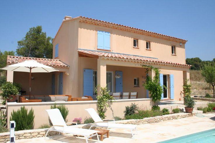 Heerlijk vakantiehuis met ruimte voor 8 personen. Dit huis is te vinden in Saumane-de-Vaucluse, gelegen in de regio Côte d'Azur.
