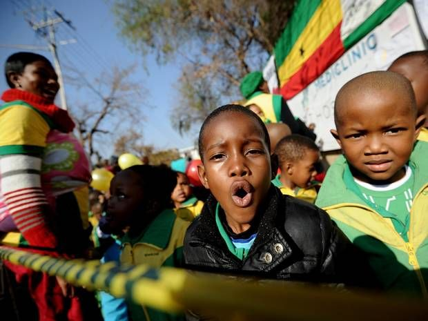 """Schoolchildren sing """"Happy Birthday"""" to former South African President Nels - The Independent"""