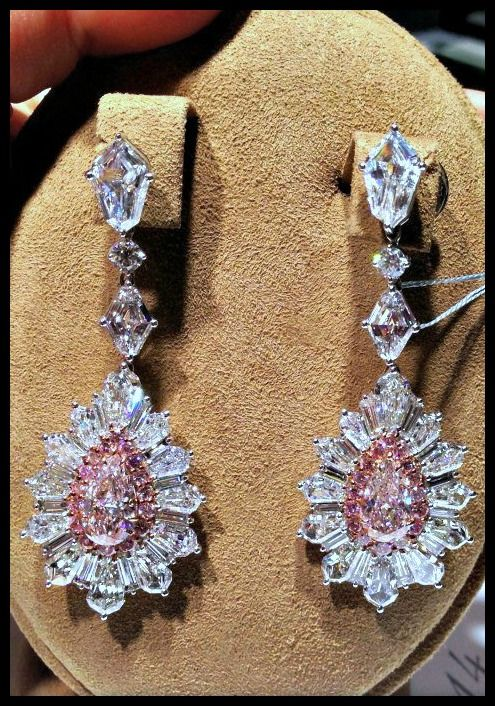 David Mor diamond and pink diamond earrings. Via Diamonds in the Library.