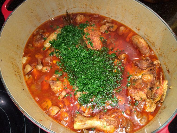 Jagerskip http://koken.vtm.be/de-keuken-van-sofie/recept/kip-in-jagersaus-met-pureepatatjes