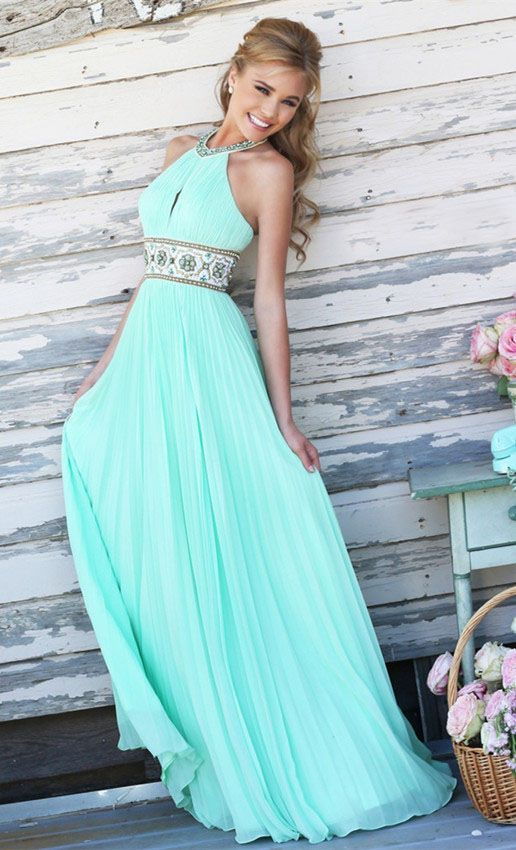 This is beyond gorgeous. Heck I could wear this as a wedding dress I think it so pretty. Great for a beach wedding