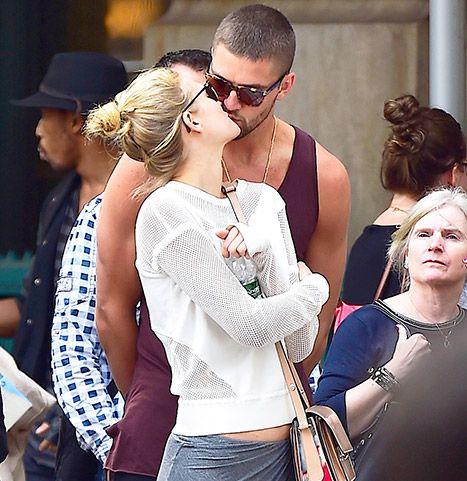 Chandler Parsons kisses new girlfriend Toni Garrn in New York City.