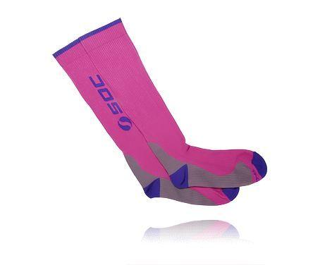 SOC U COMPRESSION SOCK - kompressionsstrumpor med en betydande press på vader, anklar och fötter. http://www.stadium.se/sport/lopning/loparklader/151531/soc-u-compression-sock