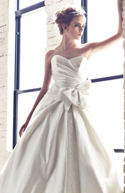 No.11-0020 『Marie Classe』オリジナルドレス。ミカドシルクとレースを使った華やかでゴージャスな1着。ハートカットの胸元とサイドのリボンがスタイル良く見せてくれます。