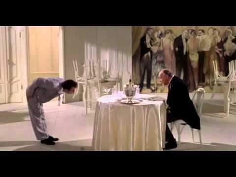 La Vita è Bella Benigni Cameriere Inchino.mov - YouTube