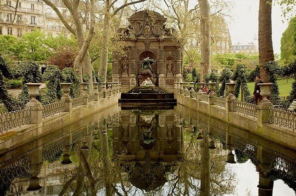 Paris gardens..: Paris Gardens, Favorite Places, Fave Fountain, Beautiful Places, European Gardens, De Luxembourg, Luxembourg Gardens, Baguette Sandwiches, Hidden Gardens