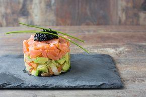 Tartar de salmón con aguacate ¡Un entrante perfecto! #tartarDeSalmonConAguacate #RecetasDePescado #Entrantes #RecetasDeNavidad #Aperitivos #RecetasFaciles