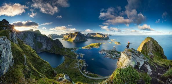 #Noruega Reinebringen. Toda una rareza geográfica Desde montañas cubiertas de nieve y tundras árticas, hasta hermosos bosques y profundos fiordos, Noruega lo tiene todo para los individuos que aman vivir en la naturaleza, al aire libre.