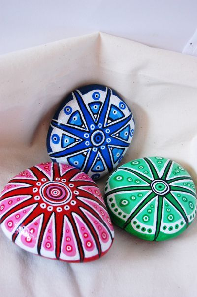 Did a few more painted stones whilst on holiday, for these i was thinking about tropical places and sea creatures, star fish etc. Very enjoyable to do - have even entered a craft fair as i hope to ...