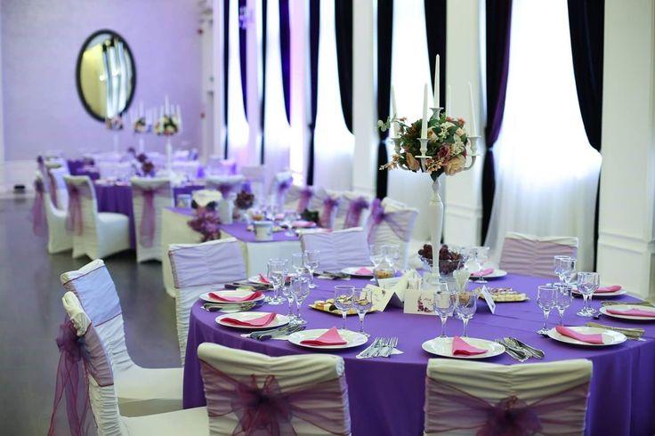 Salon Mov Aerostar  #decor #nunta #mov #Aerostar  #sfeșnice_cu_flori