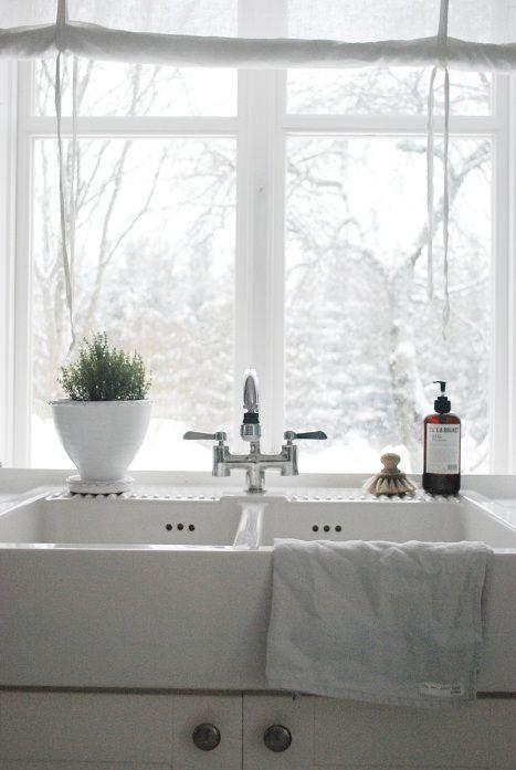 White Kitchen / Image via: juliasvitadrommar #calm #clean