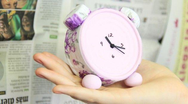 Reloj de escritorio: Manualidades con latas de atún