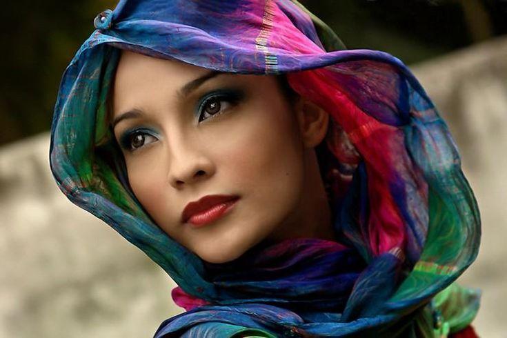 Unnamed - Pixdaus: Veils, Headscarves, Lips, Scarfs, Beautiful Faces, Portraits, Fashion Women, Bright Colors, Eye