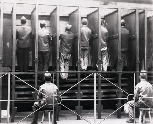1895 Prisoners on a treadmill at Pentonville Prison