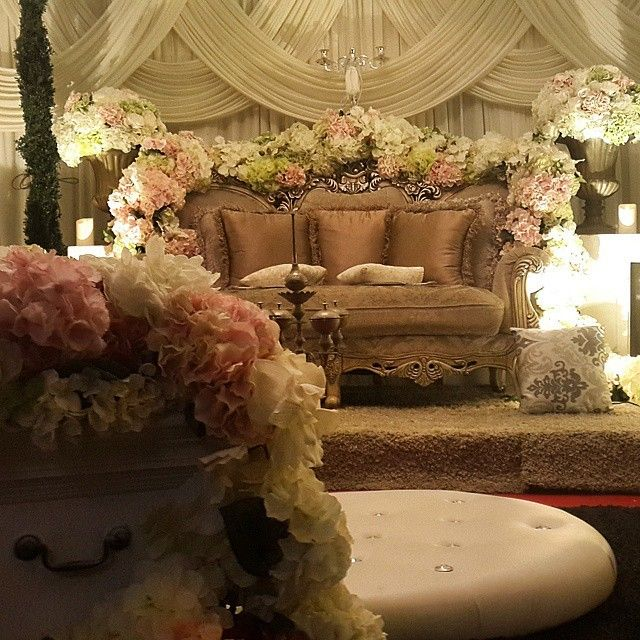 インスタで見つけた*世界の結婚式の可愛い高砂デコレーション♡にて紹介している画像