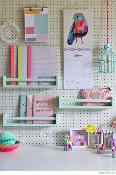 Ikea hack - bureau voor meisje met geverfde kruidenrekjes.  A Movable Girl's Study Desk - Petit & Small   #kinderkamer #kids #room