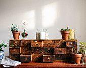 Apothicaire petite armoire - Vintage | Antique | Primitif | Rustique | En détresse | Colonial | Industrielle | Chêne rouge