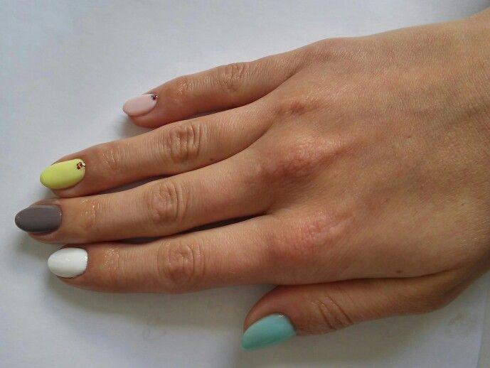Yellow grey white pink nails semilac