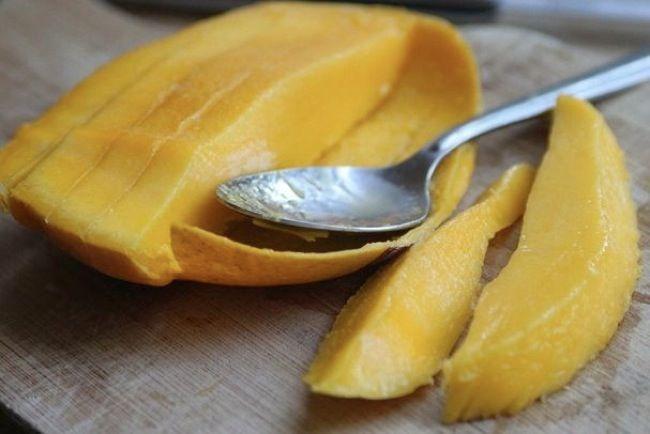 Allergic reaction to mango skin, same botanical family as poison ivyJill Richards