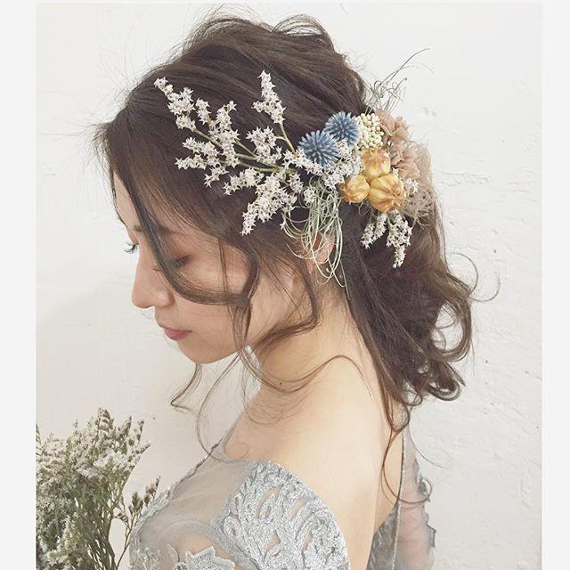 霞みがかったようなスモーキーグレーなヘッドドレス… #ウェディング#wedding#ウェディングヘア#ブライダル #bridal #ブライダルヘア #結婚式#結婚式ヘア#結婚式セット#結婚式準備#ヘアアレンジ #ヘアセット #プリザーブドフラワー #ヘッドドレス #プレ花嫁 #ウェディングニュース