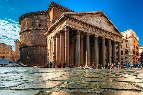 Pantheon adalah sebuah bangunan yg dibangun tahun 27 SM sebagai kuil yg terletak di kota Roma. Pembangunan Pantheon selesaikan pada masa pemerintahan Kaisar Hadrian tahun 126 M. Nama Pantheon berasal dari bahasa Yunani yg berarti Rumah Semua Dewa.