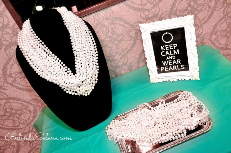 Tiffany & Co. themed bridal shower. Breakfast at Tiffany's Party. By beauty blogger Belinda Selene.--------------------------------- PHOTO & PIN FROM: http://www.belindaselene.com/2015/04/tiffany-co-bridal-shower.html --------------------------------- SHOP FOR PEARLS HERE: http://www.favorsbyserendipity.com/favors_product_pages/p-mdgbtp-sz2.html