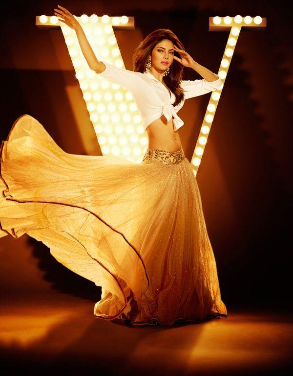 awesome Bollywood Actress Priyanka Chopra  Hot Glamour Stills Pictures