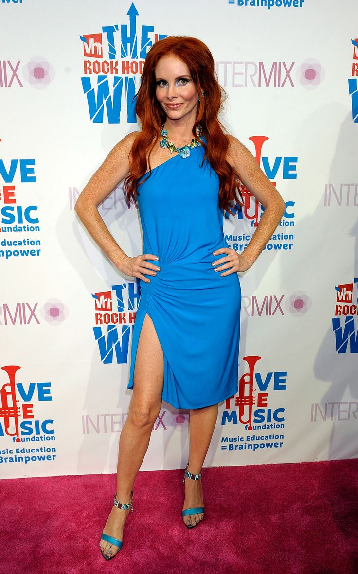 Phoebe Price's Feet << wikiFeet