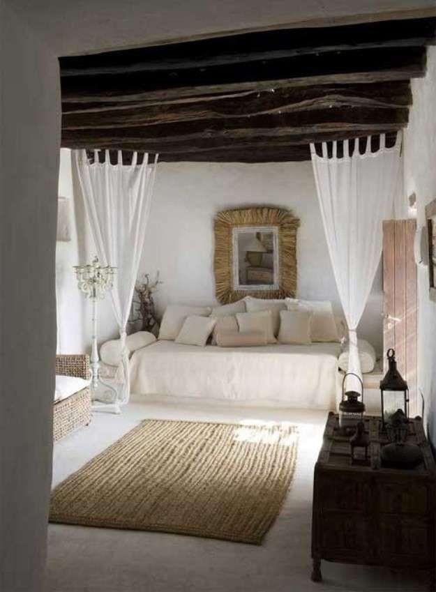 Arredamento camera ospiti - Divano letto con tendine