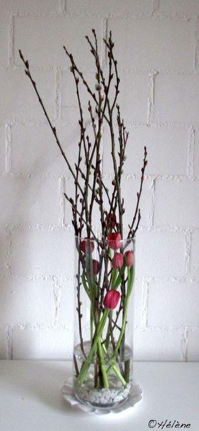 Tulpen mit Weidenkätzchen im Glas