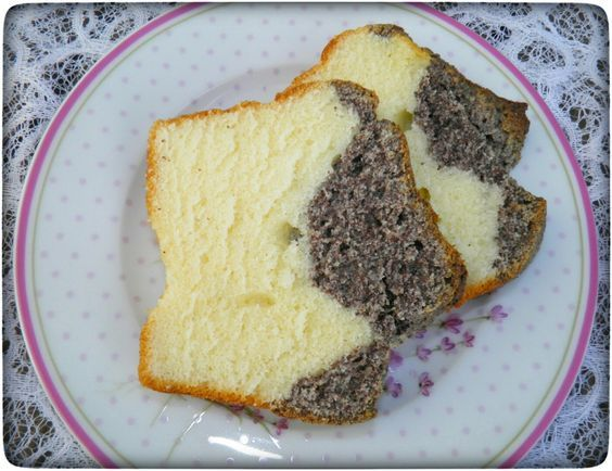 Normaler kuchen mit schokostuckchen