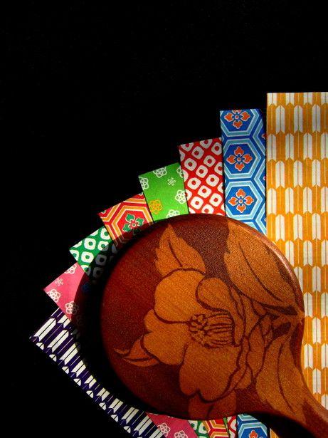 Japanese papers, Chiyo-gami 千代紙 mirror with tsubaki design.......