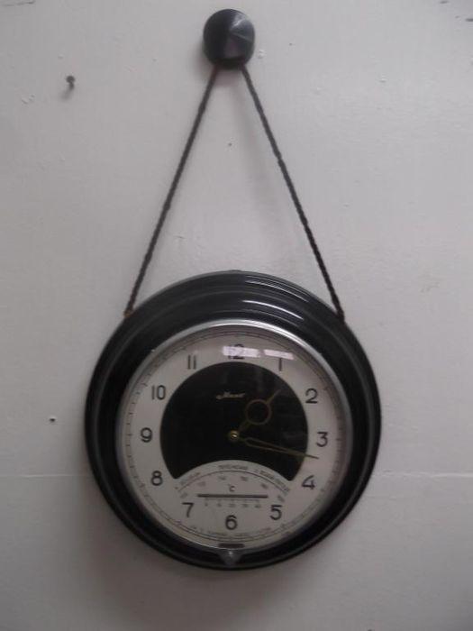Maqk van de Sovjet-Unie schip klok - Majak - USSR 1975  Mechanische 8 daagse wand klok met barometer en thermometer.Grootte: 263 cm 18.2 cm 6cm.De wijzerplaat toont de tijd die met behulp van Arabische cijfers.Schip klok volledig werken ook onderging profylaxe bij de horlogemaker.De foto's volledige deze beschrijving.Zie foto's om te vormen van uw eigen indruk. Het horloge zal zorgvuldig worden verpakt.Op alle veel garantie van de verkoper.De veiling geldt alleen voor deze klok zonder het…