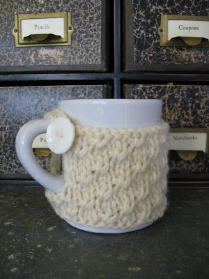 For all you ladies who would like to knit your own mug cozy, I have come up with these instructions.  If you find any errors, please, please...
