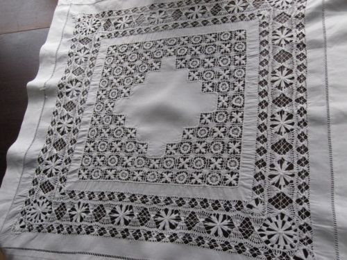 EXCEPTIONAL-HANDMADE-WHITE-LINEN-ANTIQUE-DRAWNWORK-LACE-DOILY-TABLECLOTH-TOPPER