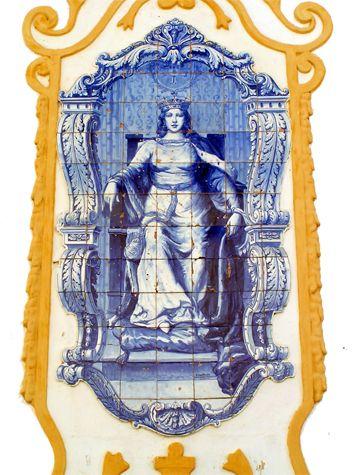 RAINHA D. LEONOR (1931) – Painel de azulejos da autoria de Gabriel Constante, na parede da Igreja da Misericórdia de Sardoal.