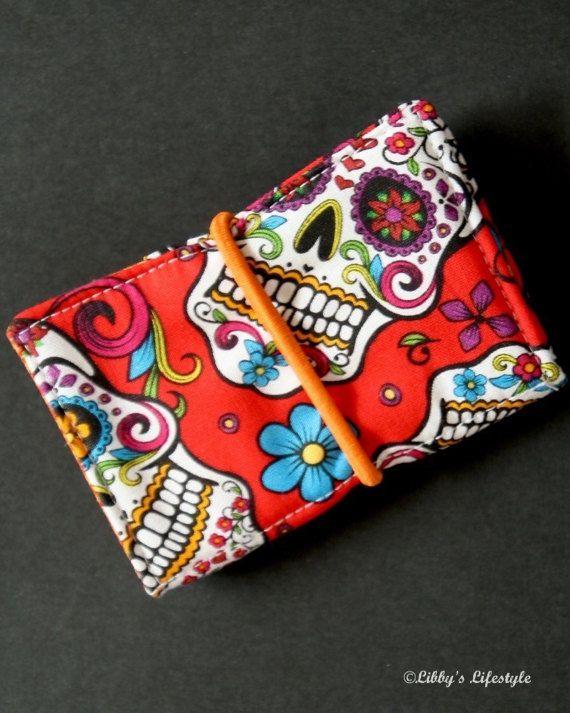 Sugar Skulls credit card wallet. Handmade. #sugarskulls #dayofthedead #mysugarskulls #skulls #mexicanskulls #wallet #sugarskullwallet