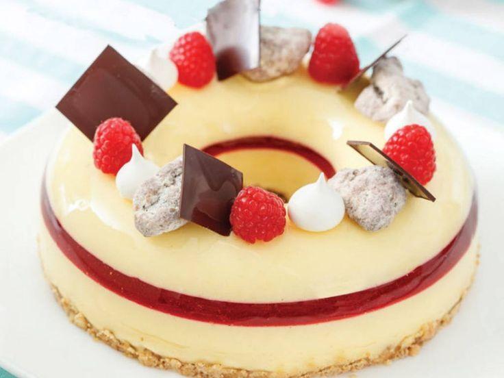 La Cheesecake con cuore di Lampone di Gianluca Aresu un dolce pronto a stupire anche i palati più raffinati. Prova questa fantastica ricetta della Cheesecake al lampone