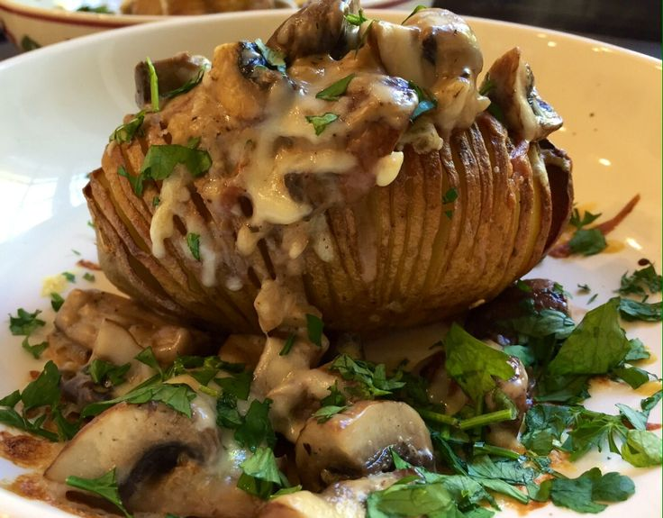 Hasselback potatoes with cheesy garlic mushrooms | The Slimming Foodie