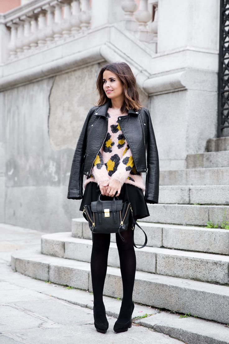 Black and oversized leopard: Fuzzy Leopards, Fashion Mode Sho, Black Leather, Street Style, Style Fashion Inspiration, Leopards Prints, Pink Leopards, Pastel Outfit, Minis Pash