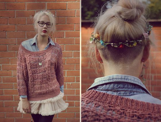 Sött hårband i form av blommor, finns på Beyond Retro, jättesöt!