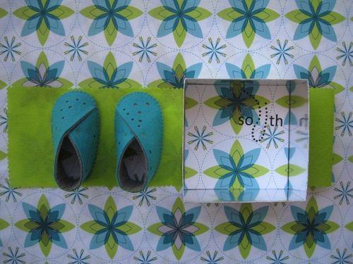 zapatos bebe fieltro y tela de algodón. Colores: turquesa, gris y verde