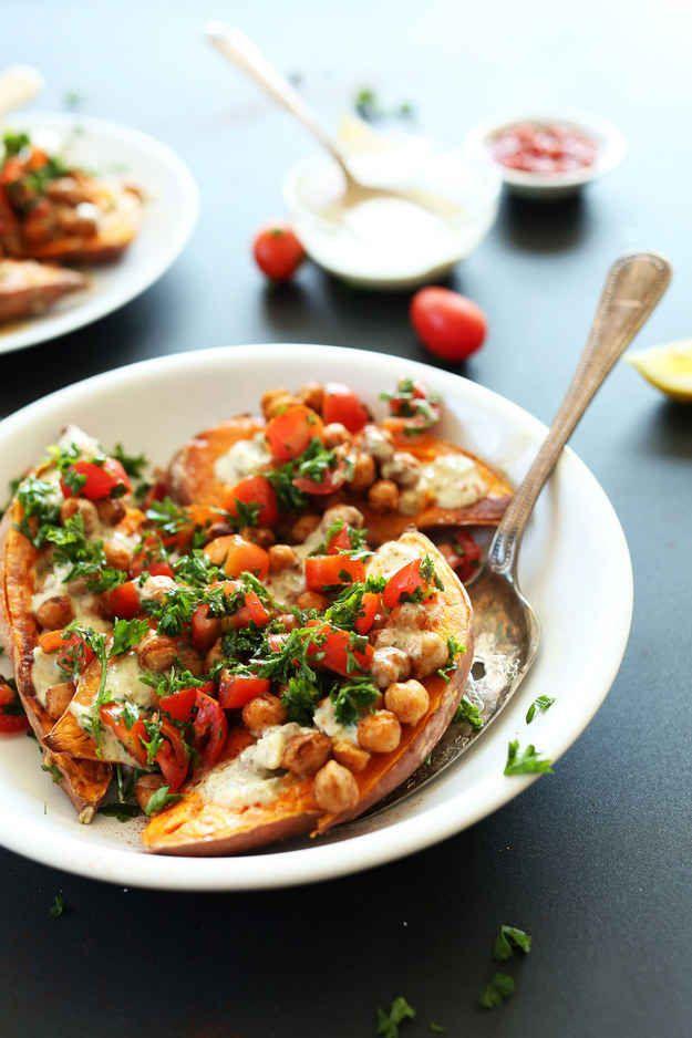 Gebackene Süßkartoffeln nach mediterraner Art