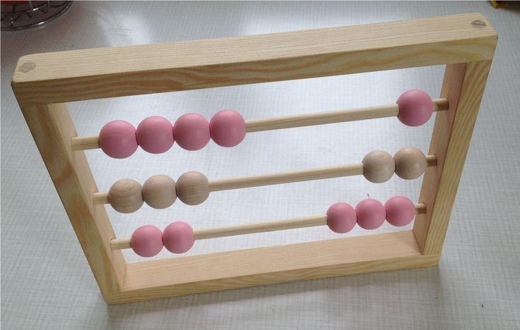 Dřevěné+dětské+počítadlo+Dřevěné+kuličkové+počítadlo+s+celkem+15+velkými+kuličkami+ve+třech+řadách+pro+malé+děti.+Velikost+rámu:+20+x+25+cm+Průměr+kuliček:+2,2+cm