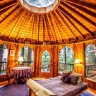 Ee hobbit-huis, maar dan niet onder de grond. Veel licht en lucht en natuurlijke materialen. Een ronde ruimte geeft een heel bijzondere sfeer aan je kamer!