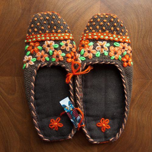 Pés quentes lá em casa — Shoe Committee