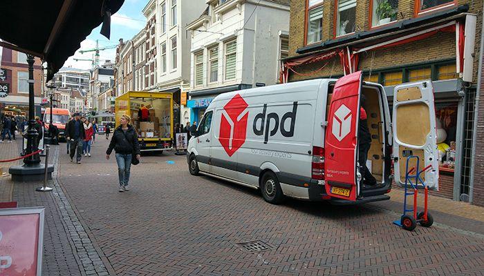 """Bestelauto's zorgen voor 34 % van de fijnstofemissies in de bebouwde kom van alle wegverkeer, terwijl hun aandeel van de gereden kilometers van alle wegverkeer binnen de bebouwde kom 12 % is.  Dat blijkt uit de studie """"Gebruikers en Inzet van Bestelauto's in Nederland"""", verricht door een aantal bureaus zoals CE Delft en TNO in opdracht van Connekt."""