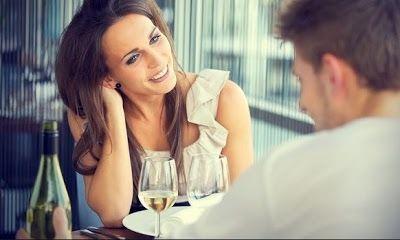 kalautau.com - mengetahui apakah seorang wanita menyukai Anda atau tidak dari tingkah laku nya. Karena Wanita pandai menyimpan perasaannya