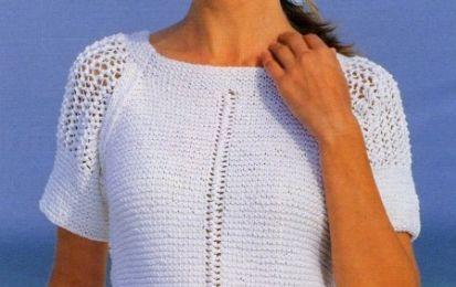 Realizza una maglietta bianca a raglan con i lavori a maglia - Come vedete dalla fotografia il lavoro a maglia che vi proponiamo oggi consiste in una maglietta lavorata a raglan, utilizzando un filato bianco. Vediamo insieme tutte le istruzioni necessarie.