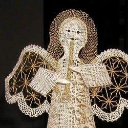 Tohoto 3D anděla hrajícího na flétnu jsem navrhla a upaličkovala pro soutěž vyhlášenou Sdružením Krajka v roce 2003. Získala jsem1. místo v soutěži. Anděl by měl být nyní umístěn ve sbírkách Muzea krajky ve Vamberku (dle informace pořadatele soutěže).